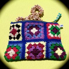 crochet granny square & denim  small purse par hooknhula sur Etsy, $34.00 Granny Square, Crochet Granny, Hula, Purses, Denim, Etsy, Bag, Handmade Gifts, Unique Jewelry