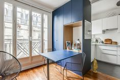Small Apartment with a Clever Design & Decor by Julia Schmit and Anne Fath Small Apartments, Small Spaces, Studio Decor, Convertible Furniture, Clever Design, Ping Pong Table, Prefab, Small Living, Home Goods