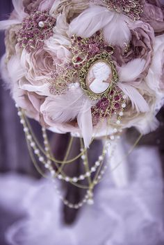 Fabric flower and brooch bouquet - blush pink gold - Victorian brooch bouquet made by Mademoiselle Artsy - Picture by www.lpoz.ca
