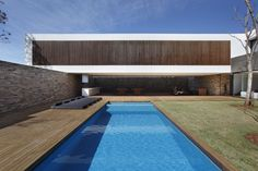 All about the vertical and horizontal lines SN House by Studio Guilherme Torres