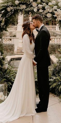 Wedding dress guide - 27 Awesome Simple Wedding Dresses For Cute Brides – Wedding dress guide Modest Wedding Dresses, Straight Wedding Dresses, Vintage Dress Wedding, Long Sleeved Wedding Dresses, Casual Wedding Dresses, Winter Wedding Dresses, Beige Wedding Dress, October Wedding Dresses, Vintage Winter Weddings