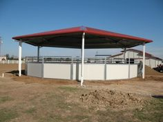 Covered horse round pen