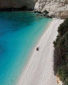 #goodmorning from #lefkadaparadise #island ! #today we #travel you to Porto Katsiki #paradisebeach ! . . #instaphoto #instatravel #instasummer #instapic #nofilter  #goodday #photooftheday #bestbeaches #holidaymood #islandlife #bestpost #crystalclearwater #crystalclear #landscape #visitlefkada #visitGreece #vacationtime