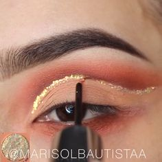 Step by Step Eye Makeup Tutorials! Step by Step Eye Makeup Tutorials! Eye Makeup Cut Crease, Eye Makeup Steps, Natural Eye Makeup, Makeup Tips, Makeup Eyebrows, Makeup Products, Eyeliner, New Year's Makeup, Glam Makeup