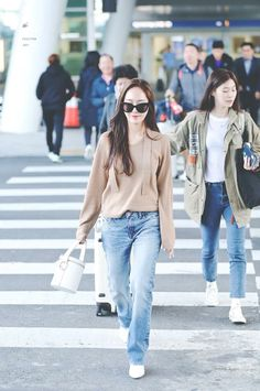 1 person standing sunglasses shoes and outdoorYou can find Snsd and more on our person standing sunglasses shoes and outdoor Pop Fashion, Asian Fashion, Fashion Pants, Daily Fashion, Winter Fashion, Girl Fashion, Magazine Cosmopolitan, Instyle Magazine, Jessica Jung Fashion