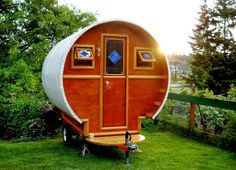 gypsy-wagons-tiny-colourful-bohemian-homes-on-wheels-the-flying-tortoise-002.jpg (811×586)