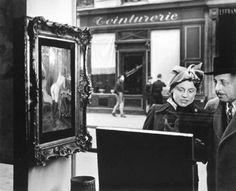 Robert Doisneau,  Kiss by the Hotel de Ville,1950   <3