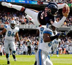 Amazing Jay Cutler Jumping for a TD