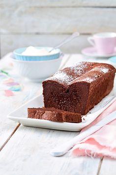 Faire fondre le chocolat cassé en morceaux au bain-marie. Fouetter le mascarpone, y incorporer le chocolat fondu jusqu'à obtenir un mélange homogène.