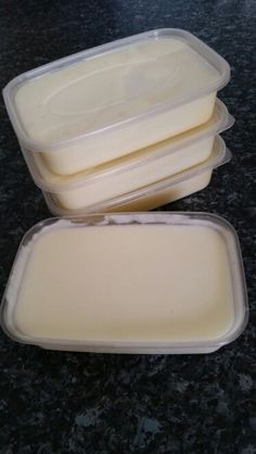 Slimming world white sauce.  Cook a whole cauliflower (or a bag of frozen cauliflower) in just enough water so that the majority is covered (a few heads can poke out of the water)  When cooked add a 180g carton of Philadelphia light cheese.     Blend until perfectly smooth.  The whole sauce is 14 syns, I've portioned them up into 4 pots to freeze them so each pot is 3.5 syns.  Use as a white sauce for lasagne, cauliflower cheese, or pasta.   Many thanks to Emma for this recipe. please follow…