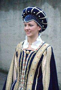 Friuli Venezia Giulia Cormons - The empress Renaissance Garb, Italian Renaissance, Folk Costume, Costumes, Medieval Hats, The Empress, Pretty People, Tutu, Captain Hat