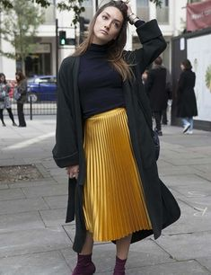 750f7ab7ffa 17 Best Ways To Wear A Pleated Skirt - A Guide To Various Styles