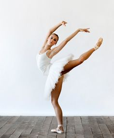 National+ballet+company | Hanna Fischer, photo by Sian Richards.
