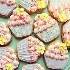 デコレーションカップケーキ アイシングクッキー