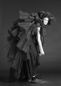 Fashion Collection // Barbara í Gongini Avangard Fashion, Weird Fashion, Dark Fashion, Couture Fashion, Fashion Design, Nordic Fashion, Fashion Details, Robert Mapplethorpe, Monochrome Fashion