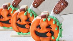 Decorated Halloween Cookies - How to make a Pumpkin Piñata Cookie for Ha. Decorated Halloween Cookies - How to make a Pumpkin Piñata Cookie for Ha. Halloween Cookies Decorated, Halloween Sweets, Pinata Cookies, No Bake Cookies, Birthday Candles, Birthday Cake, Youtube Halloween, Icing Recipe, A Pumpkin