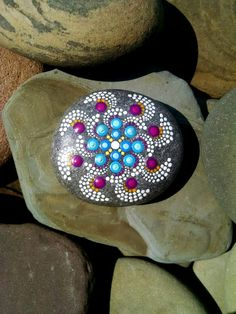 Hand Painted Beach stone from the shores of Lake Erie  by Miranda Pitrone Blue & Violet Pinwheel   I love how this looks like it is moving :)