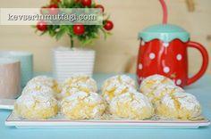Limonlu Çatlak Kurabiye Tarifi - Malzemeler : 2 yumurta, 1/2 çay bardağı sıvı yağ, 1 limonun suyu, 1 limonun rendelenmiş kabuğu, 1 yemek kaşığı pudra şekeri, 2 su bardağı un, 1 paket kabartma tozu, Üzeri için 2 tepeleme yemek kaşığı pudra şekeri.