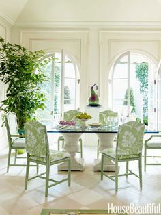 To keep a feeling of lightness in the dining area, McMakin put a glass top on wicker table bases.