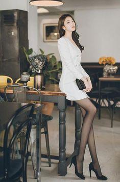 ( *`ω´) ιf you dᎾℕ't lιkє Ꮗhat you sєє❤, plєᎯsє bє kιnd Ꭿℕd just movє ᎯlᎾng. Beautiful Asian Women, Beautiful Legs, Colorful Fashion, Asian Fashion, Tight Dresses, Sexy Dresses, Asian Woman, Asian Girl, Fashion Models