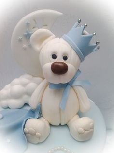 Originally mum sent me a picture of a cake by the brilliant Poppy Pickering, which was itself inspired by another bear cake. I wanted to add my own twist to the very popular bears, clouds, crowns and crescent moon cake idea. So, taking inspiration...