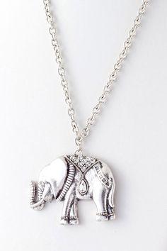 <3 elephants.