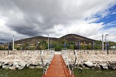 Con la carencia de un ademán urbano hacia la laguna es así como nace la idea de hacer un malecón que permita la interacción entre arquitectura y naturaleza.  http://www.podiomx.com/2014/08/en-portada-malecon-de-cuexcomatitlan.html