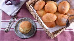 El bollo de mantequilla de Bilbao es un dulce típico de esta ciudad del País Vasco. Se puede encontrar en confiterías y pastelerías tanto de Bilbao como...