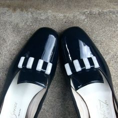 Mod Shoes 60s Navy Blue + White Shoes Deadstock / New Old Stock Shoes Size 6.5 by ultravioletvintage on Etsy #modshoes #madmen #60sshoes #deadstock #newoldstock #vintageshoes