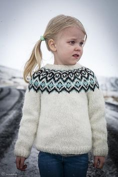 Kuldi Lopi Sweater Knitting pattern by unneva Baby Boy Knitting Patterns, Fair Isle Knitting Patterns, Knitting For Kids, Knit Patterns, Baby Knitting, Sweater Patterns, Baby Sweaters, Girls Sweaters, Motif Fair Isle
