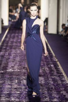 Les plus belles robes des défilés Haute Couture: Lindsey Wixon chez Versace - EN IMAGES. Les plus belles robes des défilés Haute Couture - L'EXPRESS