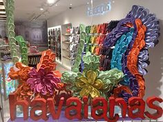 Colorful window display of Havaianas flip flops arranged to form a gigantic tropical flower #colorevolution