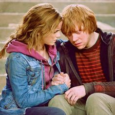 """Ron and Hermione comfort each other """"I always knew about Hermione and Ron. Always… They're so wrong for each other, but so right."""" - Emma Watson """"In the previous films, I didn't even realize that there was a kind of chemistry there. When Hermione. Harry Potter Hermione, Harry Potter World, Hermione Granger, Images Harry Potter, Mundo Harry Potter, Harry Potter Books, Harry Potter Love, Harry Potter Memes, Lord Voldemort"""