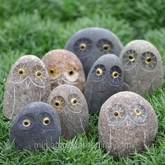 Mini Boulder Owl #miniature #garden
