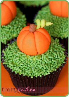 adorably delicious pumpkin cupcakes!  this effect could easily be achieved with those little candy corn pumpkins
