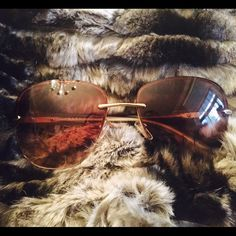 Pravda aviators Authentic Prada aviators with light brown lens and gold accents.  Prada bar runs along sides in golden finish.  The authenticity code is SPR500 6017 ZVN-0A6 135 2N Prada Accessories Sunglasses