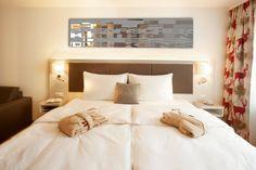 #Lifestyle #Loft die Zweite - So lässt sich's leben :-) Vienna Hotel, Loft, Bed, Tourism, Rooms, Fashion Design, Furniture, Home Decor, Bedrooms