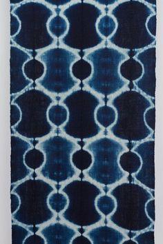 ~ katano shibori by rowland + chinami ricketts ~ Textile Dyeing, Textile Art, Japanese Textiles, Japanese Fabric, Tye Dye, Impression Textile, Shibori Techniques, Indigo Prints, Shibori Tie Dye