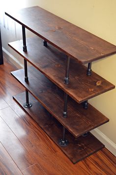 Industrial style wood and pipe shoe rack - can double as storage or bookcase. Homemade Shoe Rack, Homemade Shoes, Diy Shoe Rack, Shoe Racks, Rustic Wood Furniture, Small Furniture, Pipe Furniture, Diy Pallet Furniture, Furniture Design