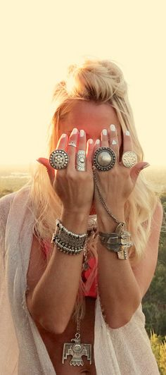 Boho jewelry :: Rings, bracelet, necklace, earrings + flash tattoos :: For Gypsy wanderers + Free Spirits :: See more untamed bohemian jewel inspiration Hippie Style, Hippie Gypsy, Gypsy Style, Hippie Chic, Bohemian Style, Boho Chic, Moda Boho, Bling Bling, Piercing