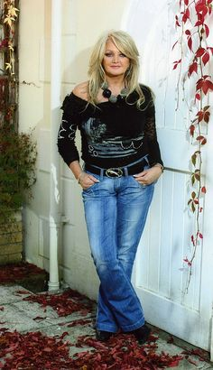 Bonnie Tyler can keep a welcome in the hills for me Celebrity Singers, Female Singers, Famous Musicals, Pop Rock Music, Bonnie Tyler, Eurovision Songs, Dolly Parton, Kylie Minogue, Popular Music