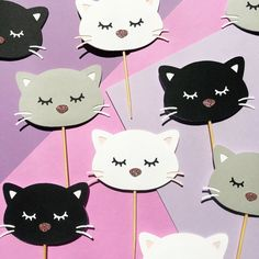 These adorable little kittens will be the purrr-fect topper to your party treats! Cat Cake Topper, Cupcake Toppers, Kitty Party, Cat Birthday, Birthday Party Themes, Snacks Für Party, Party Treats, Party Favors, Kitten Cake
