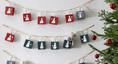 Der schönste Countdown für die Weihnachtszeit  Wenn es draußen kalt und dunkel ist, steht morgens niemand gerne auf. Es sei denn, es gibt da etwas, auf das man sich freuen kann. Auf einen selbstgebastelten Adventskalender zum Beispiel, der übrigens auch ein tolles Geschenk für deine Familie und Freunde ist. Probiere es aus und lass deiner Fantasie freien Lauf!