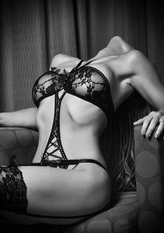 Portrait - Boudoir - Lingerie - Glam - Black and White - Editorial - Photography - Pose