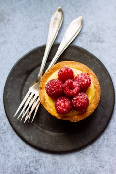TLT - The Little Things | Raspberry Tarts with Almond Cream | http://tlt-thelittlethings.com/