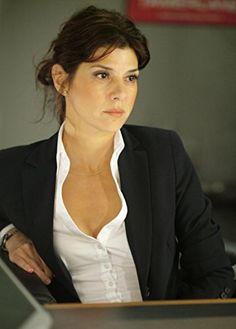 Marisa Tomei style is elegant. She wore a black jacket and a white shirt. by the way, Marisa Tomei outfits are a pretty idea for formal wear. Female Actresses, Actors & Actresses, Female Celebrities, Marisa Tomei Hot, Marissa Tomei, Gorgeous Women, Beautiful People, Brooklyn, Oscar