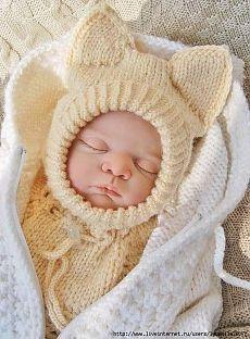 Две шапочки и варежки малышам (спицы)