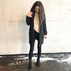 Weekend OOTD – Dressed to the Nineties Besties, Leather Pants, Fashion Dresses, Normcore, Ootd, Winter Fashion, Blog, Trendy Dresses, Leather Joggers