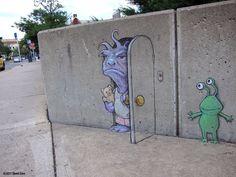David Zinn is a passionate sidewalk chalk artist who creates playful street art with a sense of humor. 3d Street Art, Street Art Banksy, Street Art Utopia, Amazing Street Art, Street Artists, Berlin Graffiti, David Zinn, Chalk Artist, 3d Chalk Art