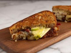 Food network recipes 51580358221418574 - Get Cheddar and Apple Grilled Cheese Recipe from Food Network Source by CanYouImagineIt Apple Sandwich, Soup And Sandwich, Bacon Sandwich, Top Recipes, Dinner Recipes, Cooking Recipes, Fall Recipes, Recipies, Cooking Stuff